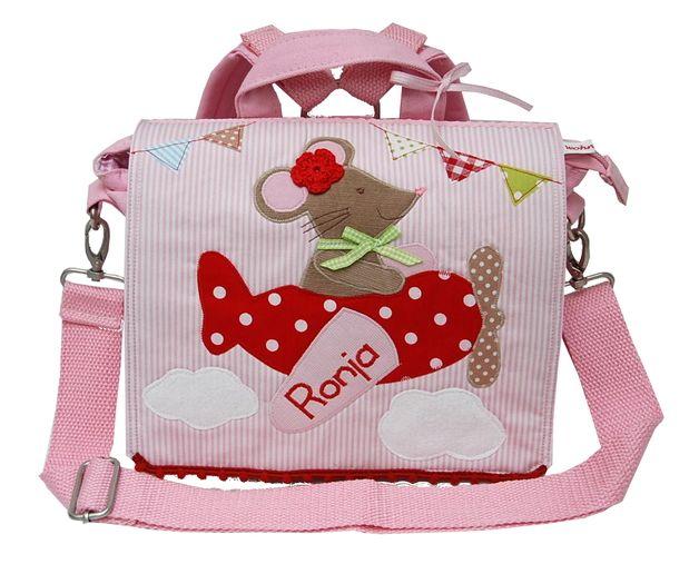 Unser niedlicher **Kindergartenrucksack mit Namen** wurde liebevoll mit einer **Maus im Flugzeug** aufgepeppt, die mit Deinem Kind direkt zum Kindergarten fliegt.  Ein so zauberhafter...