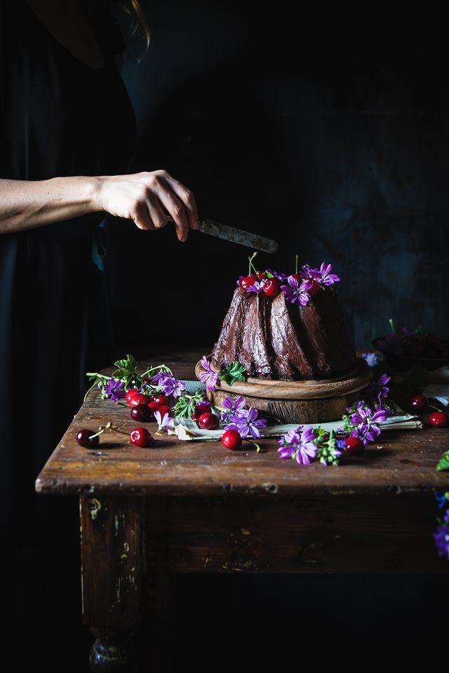 Ciambella Cheesecake al cioccolato con ciliegie- Chocolate Cream Cheese Bundt Cake