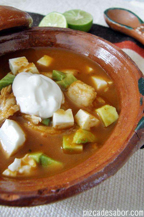 Cómo hacer sopa de tortilla (con pollo o pavo) | http://www.pizcadesabor.com/2012/12/20/sopa-de-tortilla-con-pavo/