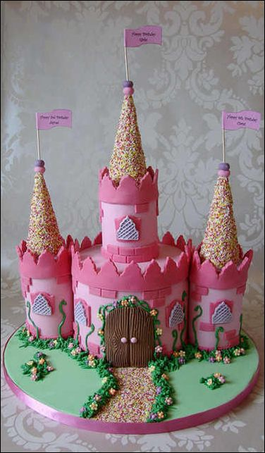 This princess castle birthday cake is adorable!