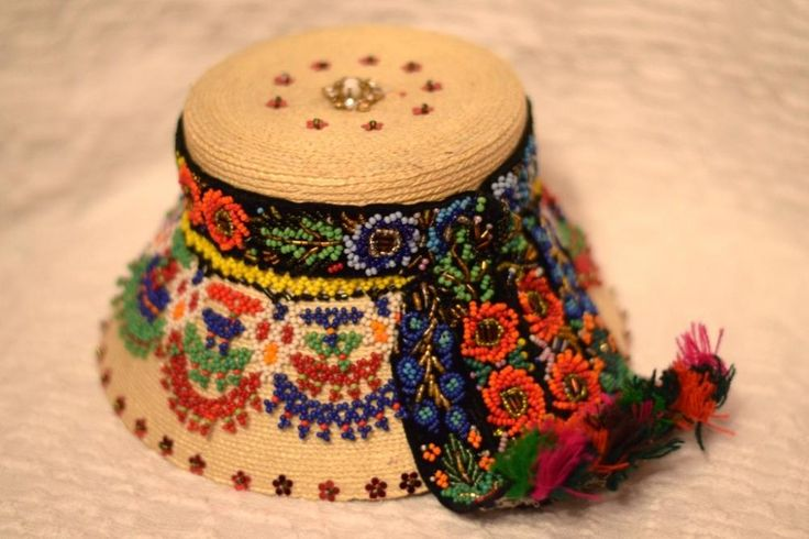 http://www.targuldelasat.ro/cs-photos/products/original/palarie-maramureseana-imbracata_2604_3_1384284953.JPG