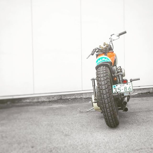 今日も #ソロツー 🏍だんだん暑ぅーくなってきましたよ😥作業着屋でディッキーズの革手袋買えたならミッション完了‼️アレは安モンですが銭失いませんよ💸  Gloves is a good Dickies! ︎  #harleydavidson #harley #shovelhead #shovel #shibashovel #80fxs #4speed #dirtman #motorcycle #bobber #ハーレーダビッドソン #ハーレー #ショベルへッド #ショベル #4速フレーム