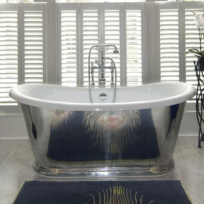 Vakker klassisk tidløst badekar. Badekar er støpt i solid aluminium, og deretter dekket med akryl fiber for maksimal varmelagring. Denne hånd polert bad dress både moderne og tradisjonelle hjem. Badekar veier ca 110 kg.
