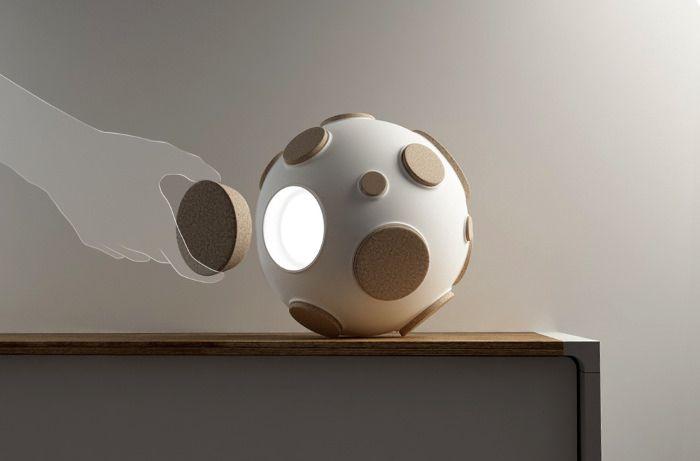 Armstrong ovni lumineux par Constantin Bolimond et Maxim Ali - design light with cork and ceramic - décoration lampe nomade à poser