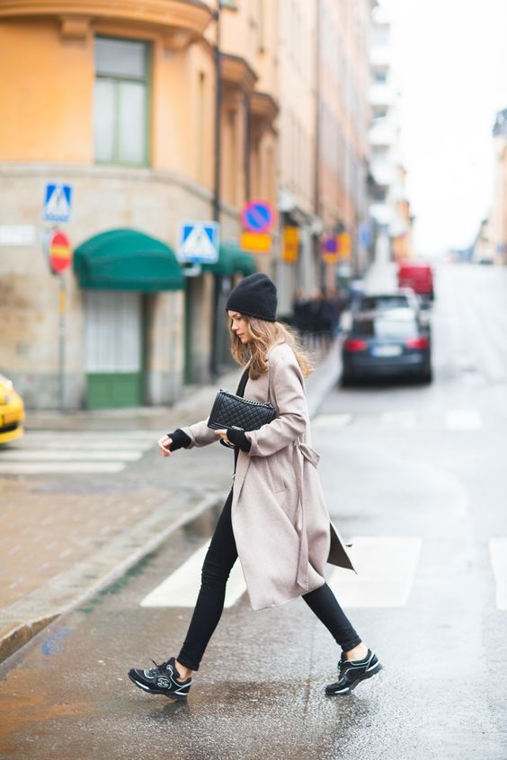 Caroline Blomst: coat zara / bag + sneakers chanel / cashmere knit + jeans my own collection / beanie fwss