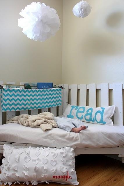 headboard: Ideas, Reading Corners, Pallets Reading, Woods Pallets, For Kids, Reading Nooks, Reading Chairs, Pillows, Kids Rooms