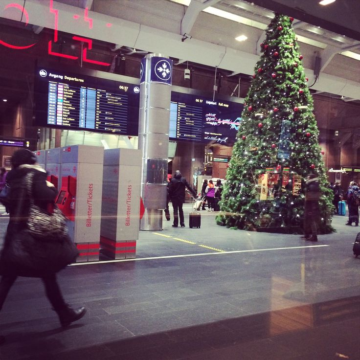 Oslo S traine station by christmas