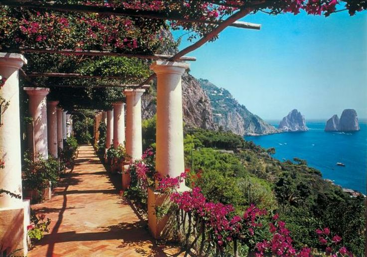 If you celebrate the beginning of your new life together in Italy, youshouldn'tmiss the opportunity to visit Capri, a small Italian island on the southern side of the Gulf of Naples in the Tyrrhenian Sea. Since ancient times this island was reg