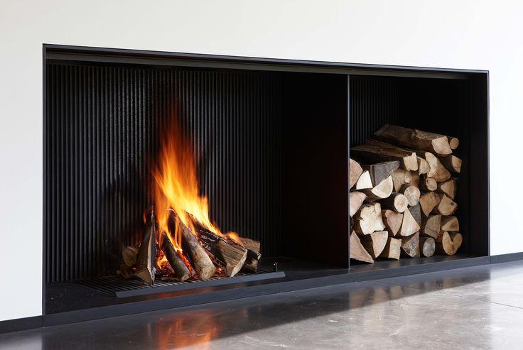 Cheminée contemporaine designed by Metalfire http://atryhome.com #cheminée #atryhome #design #metalfire #contemporaine #moderne #cheminées #installation #frenchriviera #surmesure #bois #bûches #feu #flamme #métal #foyer