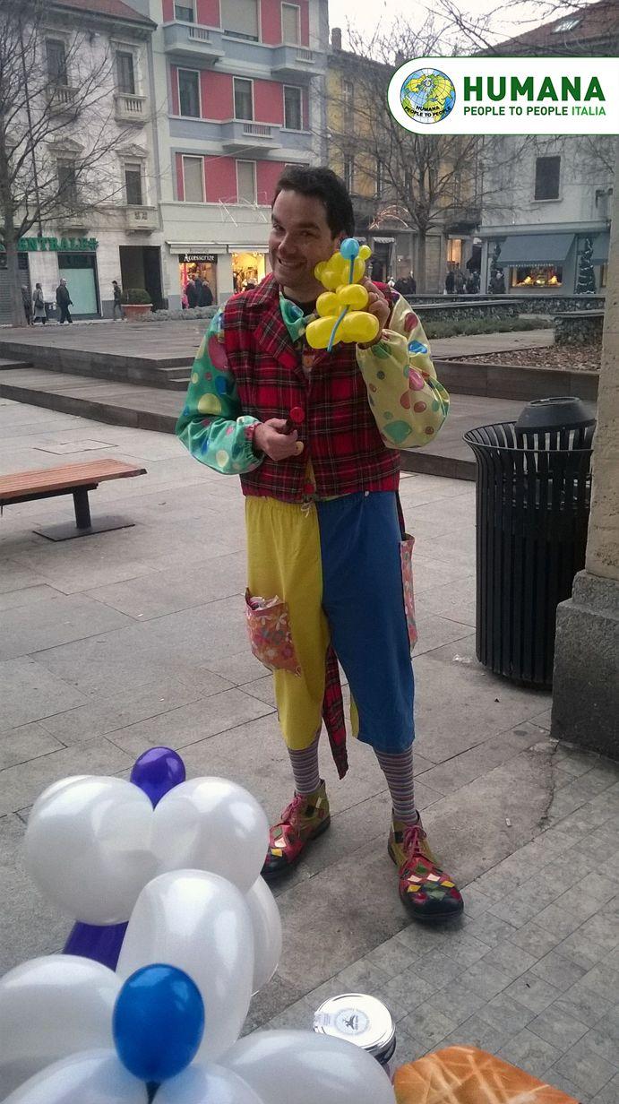Domenica 14 novembre, palloncini colorati e bolle di sapone hanno invaso la Piazza Mercato a Legnano!   GRAZIE di cuore al nostro fantastico e divertentissimo #clown!