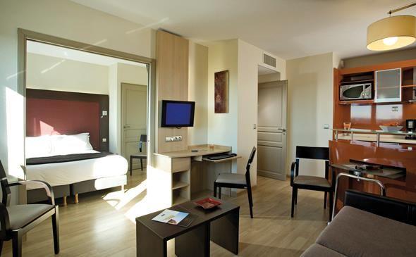 Park&Suites Prestige Toulouse Aéroport**** - Suite Junior #toulouse #hotel #apparthotel #suitejunior http://www.parkandsuites.com/fr/apparthotel-toulouse-aeroport-blagnac