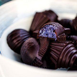 Шоколадные конфеты с черникой