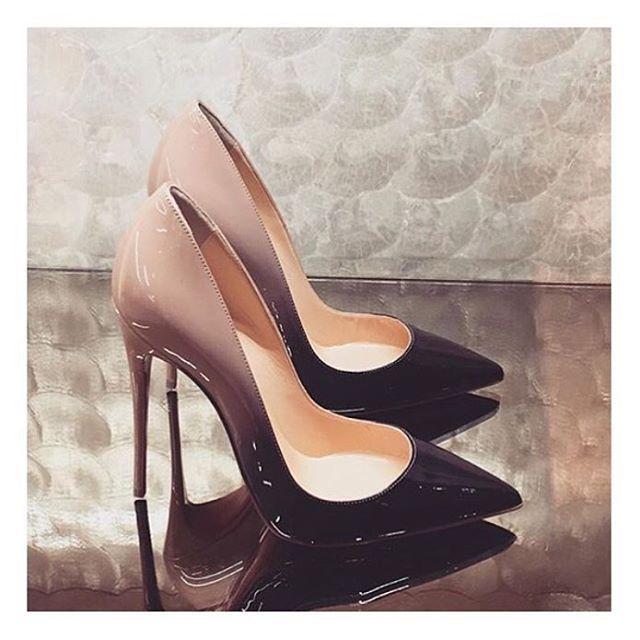 KUP PODOBNE BUTY:  http://www.renee.pl/obuwie_damskie/szpilki/szpilki_ombre_touch_5017_czarno-szary.html    heels, szpilki, zamszowe, beige, pastel, hips, curvy, ootd, mirror, selfie, mirrorcheck, inspiracja, pink, różowe, car, girl, woman, elegant, jeans, look, fashion, moda, nogi, legs, ombre, ombreheels, ombre heels, black,