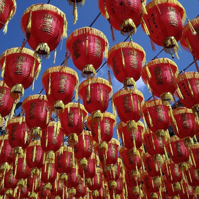 Blue sky and red lanterns. Perfect day for visiting temple at #lunarnewyear . 📸 #taipei #taiwan . . #inspiration #travel #worldtraveler #lifestyle