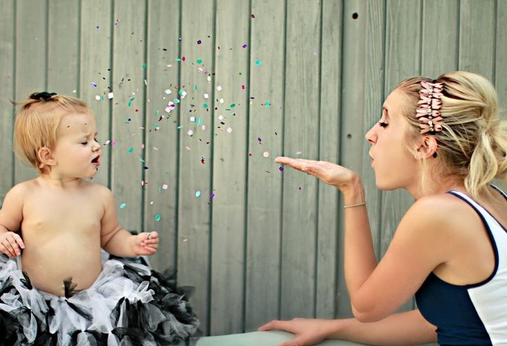 KupCake Photography: mother daughter pose! Too cute.