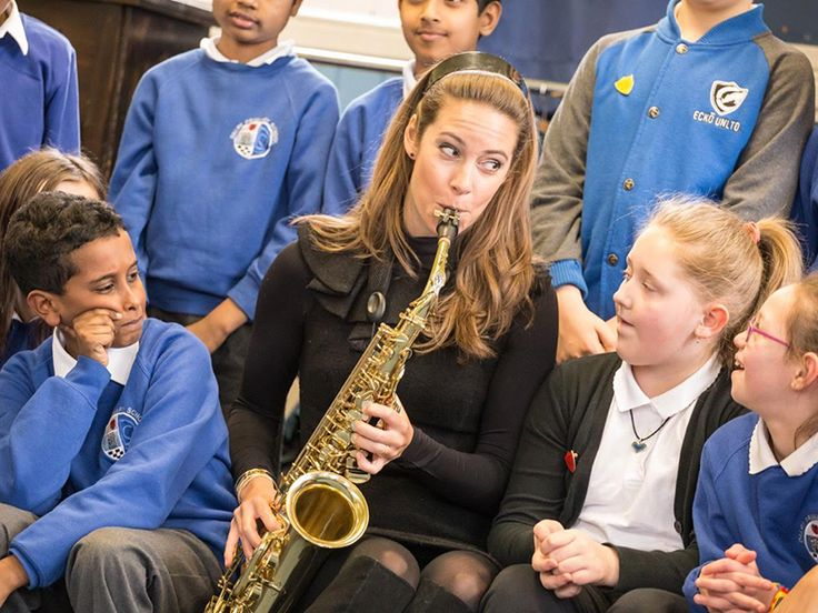 Amy-Dickson-at-Dalry-Primary-School