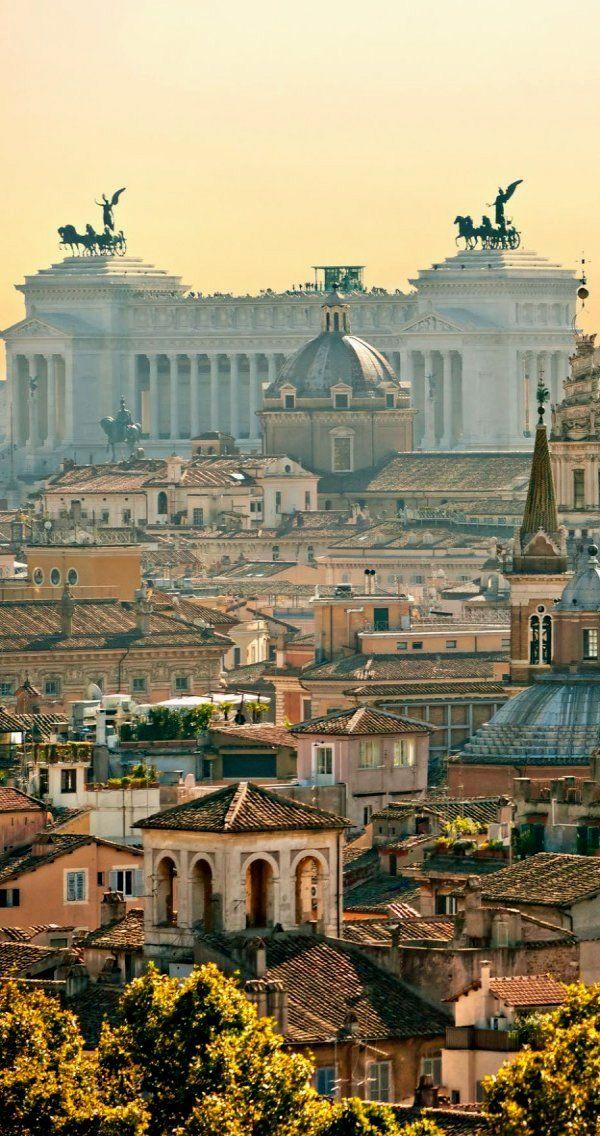 Vista del Monumento a Victor Manuel II de #Roma http://www.viajararoma.com/lugares-para-visitar-en-roma/monumento-a-victor-manuel-ii/ #viajar #Italia