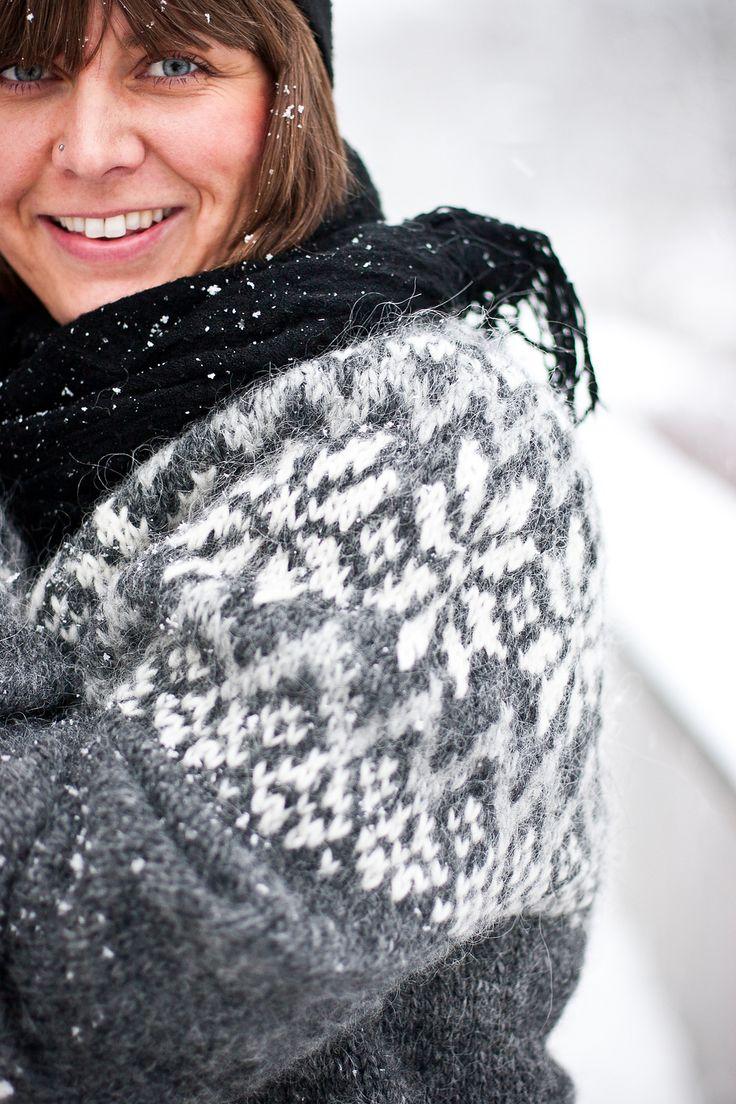 Ravelry: Snjóflyksa - Icelandic lopapeysa with snowflakes pattern by Linnea Ornstein