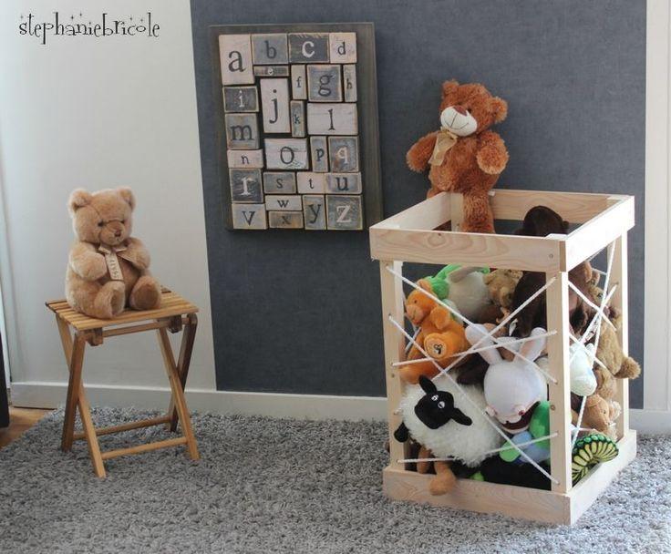 DIY Brico - un range jouet avec des tasseaux et de la corde !