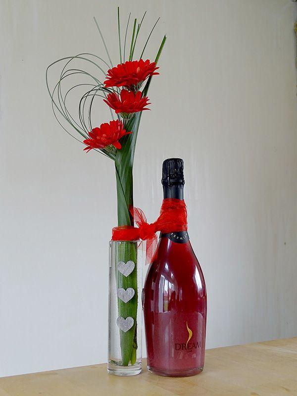 Moederdag champagne met een vrolijk bloemetje erbij!