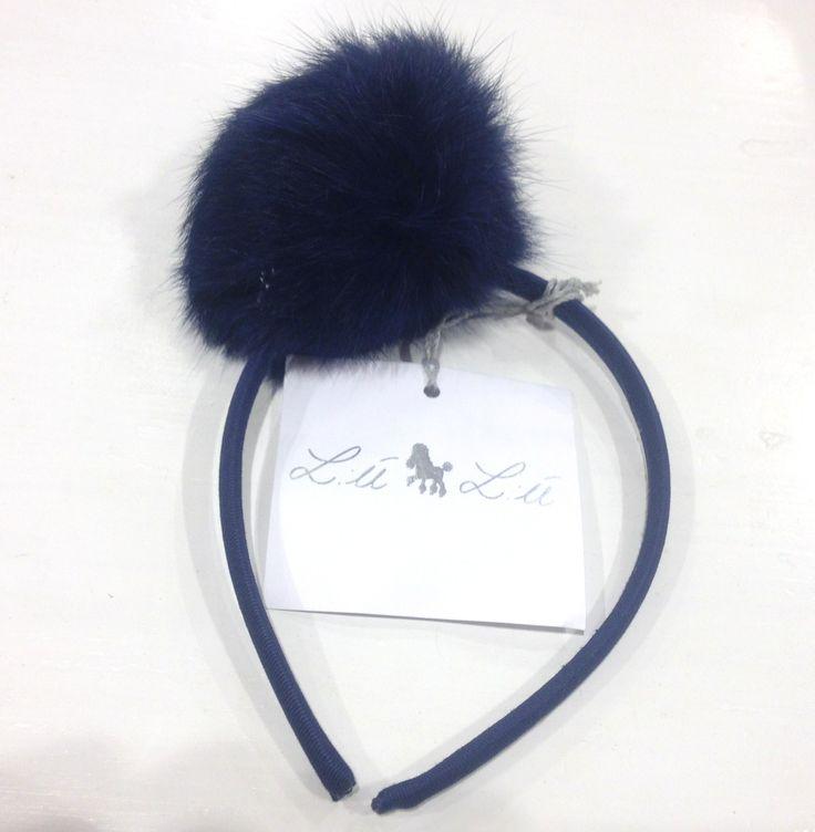 CERCHIETTO LÚ LÚ,  Cerchietti per capelli da bambina con elegante pom pom in vera pelliccia. http://www.abbigliamento-bambini.eu/compra/cerchietti-lu-lu-2973407