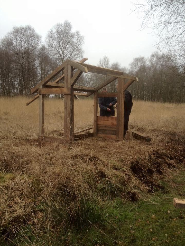 Hier zijn ze erg druk om alles op orde  te krijgen voor het nieuwe seizoen     Veenmuseum. Vriezenveense veld.      Vriezenveen  Twente.  Overijssel.    Nederland.