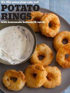 Fríe anillos rebozados de puré de papa, perfectamente dorados y listos para ser remojados. | 34 Deliciosas recetas que puedes hacer con papas