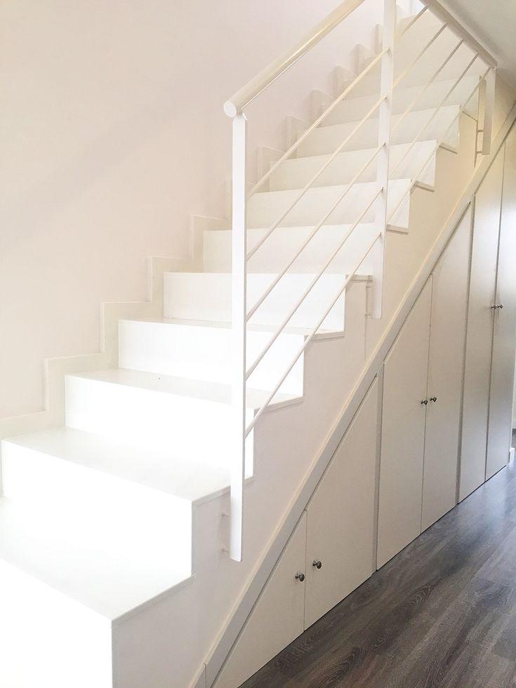 En nuestro nidazo escalera de m rmol blanco escalera for Marmol blanco con vetas negras