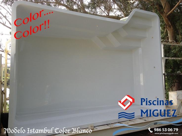 Vaso piscina Poliéster Modelo Istambull en Color Blanco.    Medidas: 5,00 x 3,50 x 1,20/1,75 m    ¿Quién ha dicho que las piscinas tienen que ser azules?.....    Más info del modelo en:  http://www.piscinasmiguez.com/piscinas-poliester/modelos/103/istambull