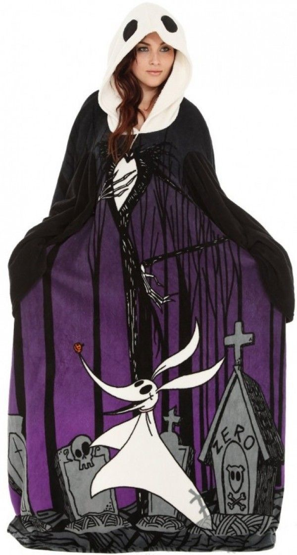 """Wrap Yourself In a """"Nightmare Before Christmas"""" Sleeved Blanket - WANT!!!!"""