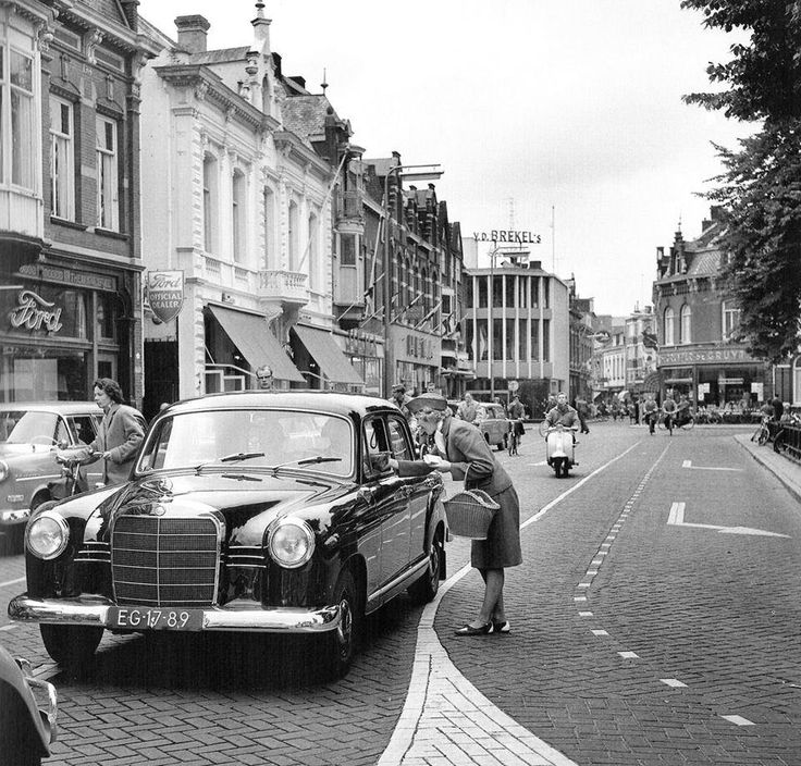 Heuvel en Heuvelstraat in 1964.
