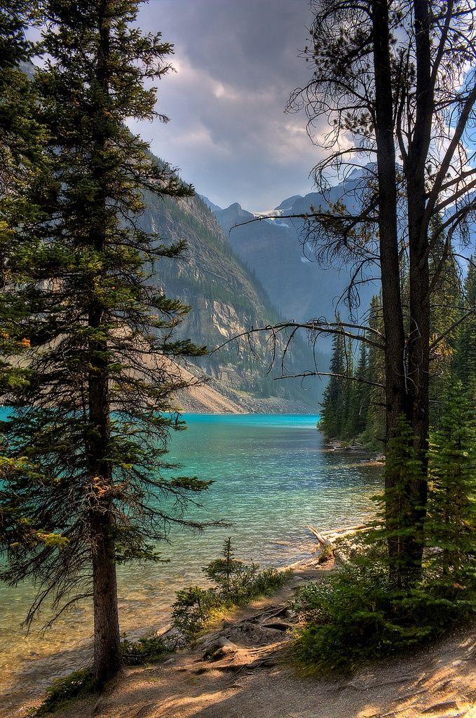 Moraine Lake, Valley of the Ten peaks, Banff National Park, Alberta, Canada.                                                                                                                                                     Mehr