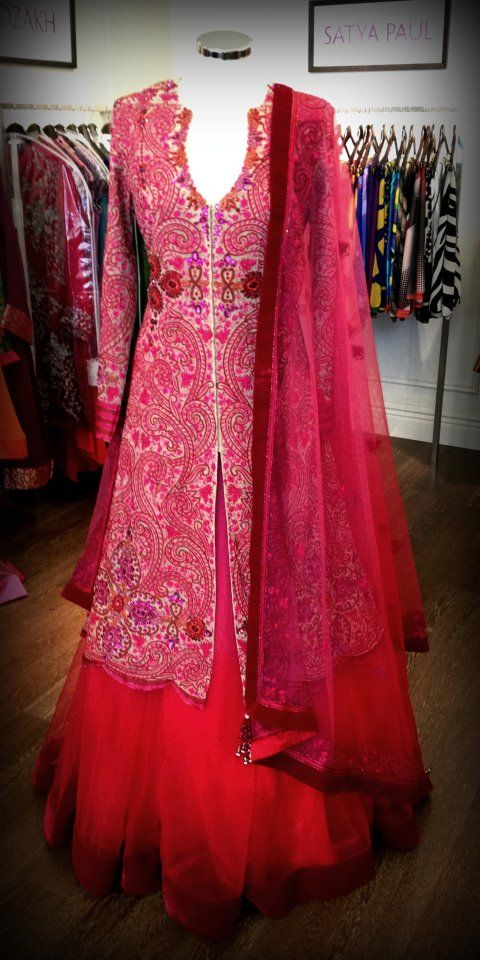 Jacket lengha with silk thread and crystal embroidery by the designer Elisha W.