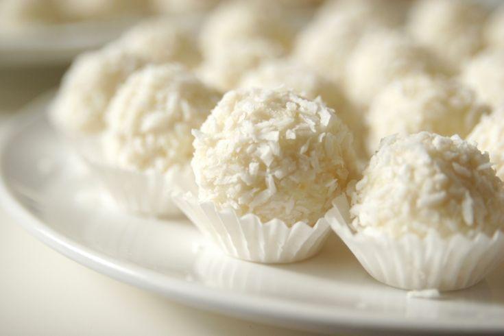Kasza jaglana to moja miłość od ponad roku. Mogę ją jeść w wersji wytrawnej i na słodko. Na kilku blogach widziałam już przepisy na Rafaello, ale szczerze mówiąc nie byłam zbyt chętna, żeby je wypr…