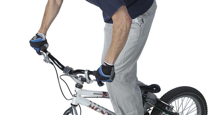 ¿Qué tamaño de bicicletas utilizan los profesionales de BMX?. Durante décadas, los jóvenes han salido a las pistas de tierra o en las calles de la ciudad en bicicletas de carreras BMX. Siendo aún más conocidas por la popularidad de los juegos extremos, hay más adultos montando en las bicicletas que parecen demasiado pequeñas. Dependiendo del tamaño y el peso del ciclista, una bici de BMX puede ser ...