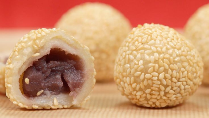 How to Make Sesame Balls (5 pieces) 50g Mochiko, sticky or sweet rice flour (1.8 oz) 1 tbsp Sugar 30ml Water (1.0 fl oz) or slightly less.