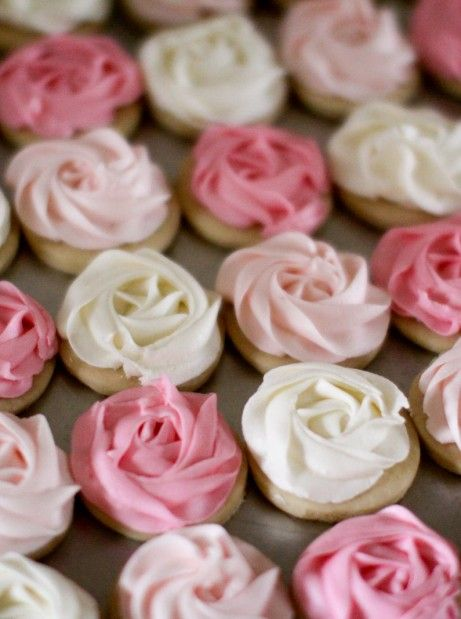 from Jenny's cookies- love the ombre look I learned from Jenny herself how to do this, and this is my next project.
