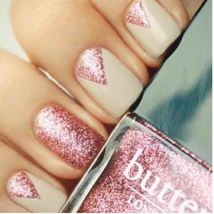 On prom night, every detail matters. Complete your look for the big dance with one of these awesome nail art tutorials.