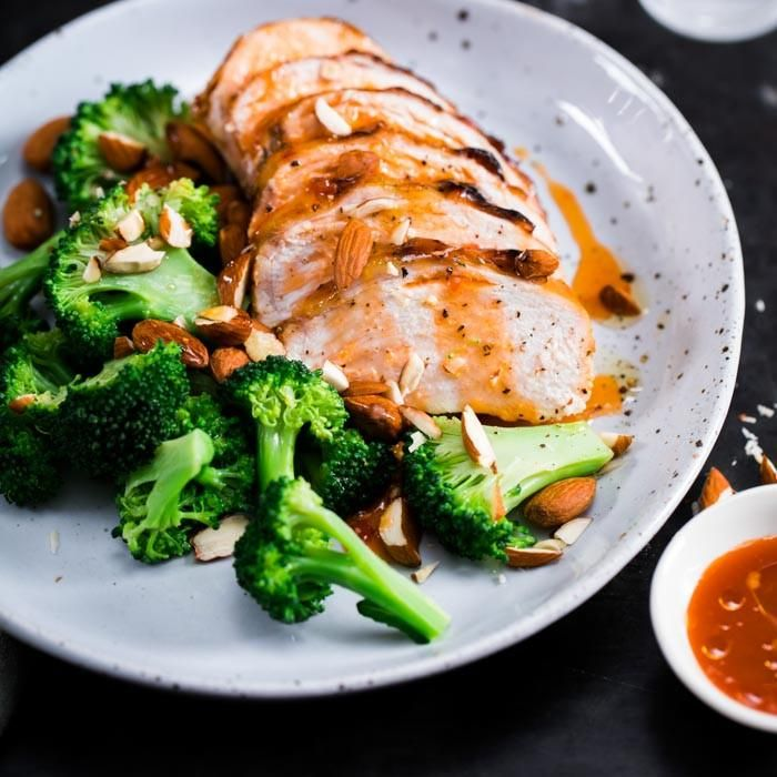 Youfoodz | Clean Chicken & Broccoli $9.95 | t's the same succulent sliced chicken breast you know and love, spiked with sweet chilli and mint jelly, served with crunchy broc and whole, natural almonds | #Youfoodz #HomeDelivery #YoullNeverEatFrozenAgain