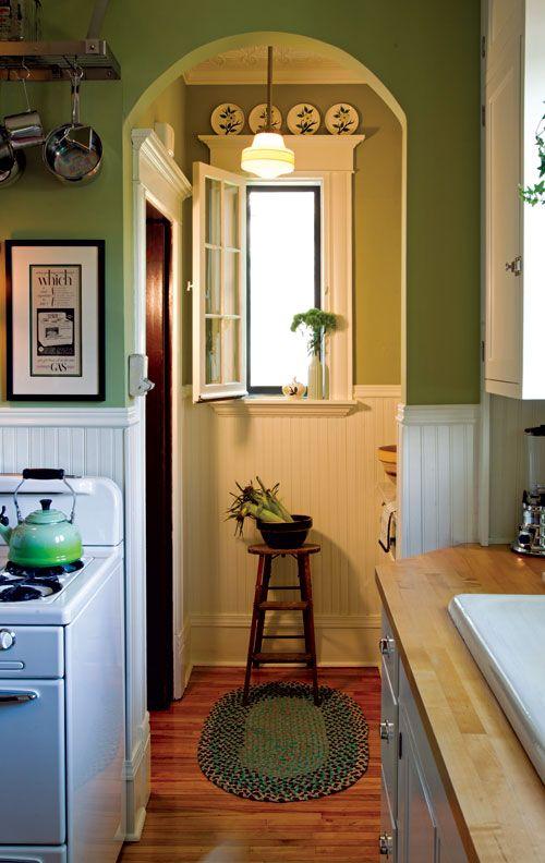 Sunny 1940s-Inspired Kitchen