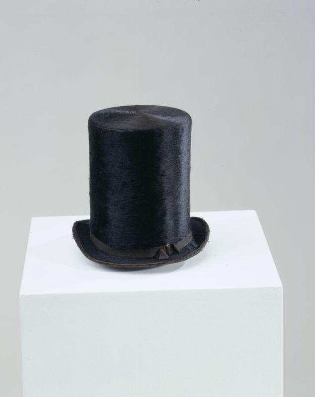 Zylinder ca. 1840  (Hinweis: unter dem Link finden sich weitere Hutformen)