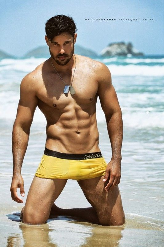 17 Best images about Men in YELLOW! on Pinterest Posts