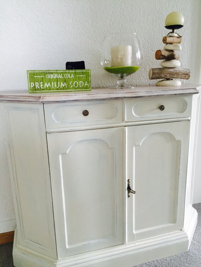 Restyling of a flohmarkt's furniture provence style