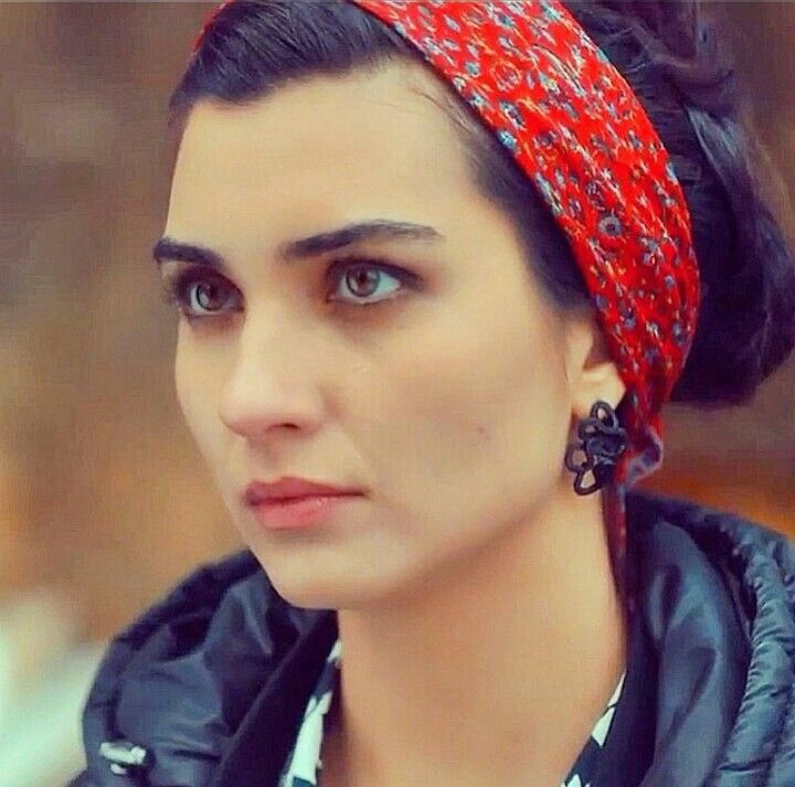 Hair band- Turkish actress-Tuba Büyüküstün