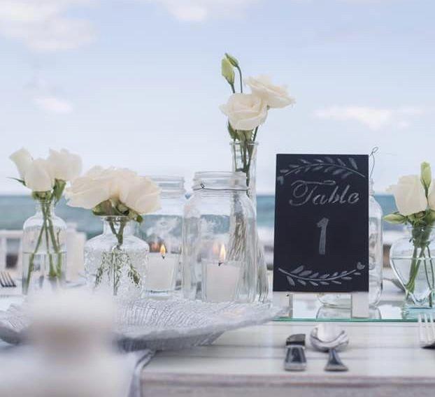 CBV266 wedding Riviera Maya crystal assorted bottles with white flowers/ botellas estilo con flores blancas