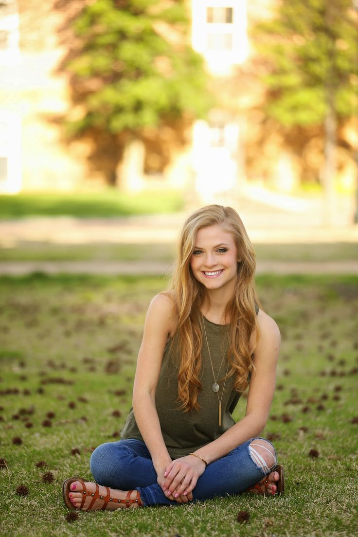 Five Must Have Senior Girl Poses - Cara Jonas Photography |Senior Picture Ideas For Girls Outside