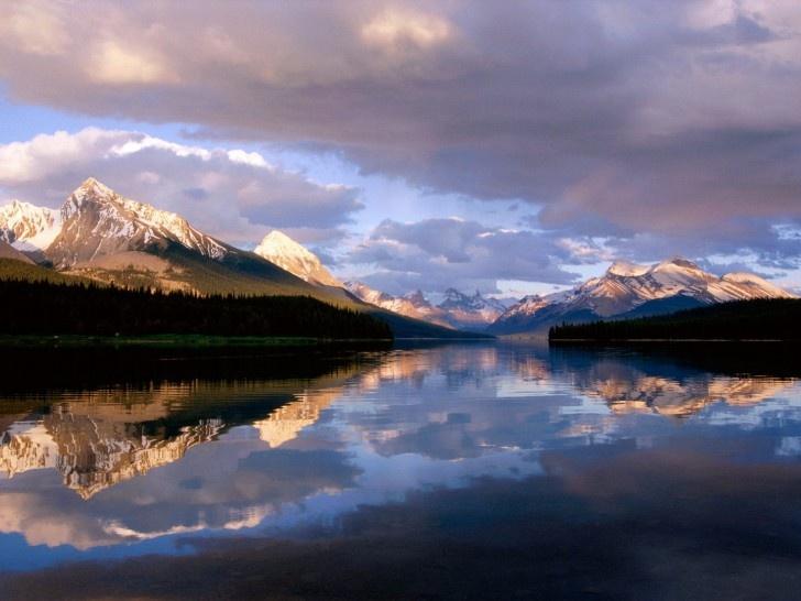 The picturesque Jasper National Park in Alberta, Canada.