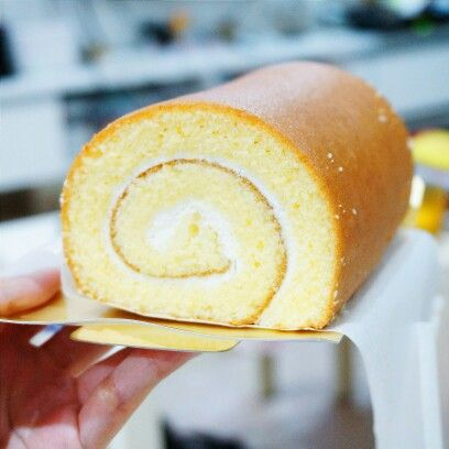 Hello Vanilla Swiss Roll ($15 with a free pudding doriyaki) bought from the #Kyushu Fair at Tampines Mall Atrium, lol. Pillowly-soft and dense - I love #Japanesecakes!