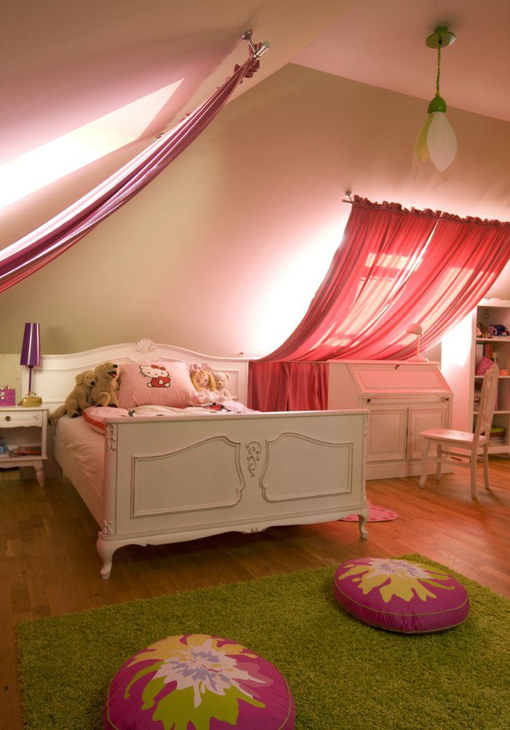 princes' romantic room, pink curtains, kid's room