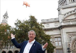 ThinkFloyd61: Pink Floyd é tema de exposição com 'porco voador' em Londres (Vídeo com Nick Mason)